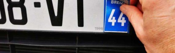 Sticker plaque immatriculation interdit – Attention aux amendes !